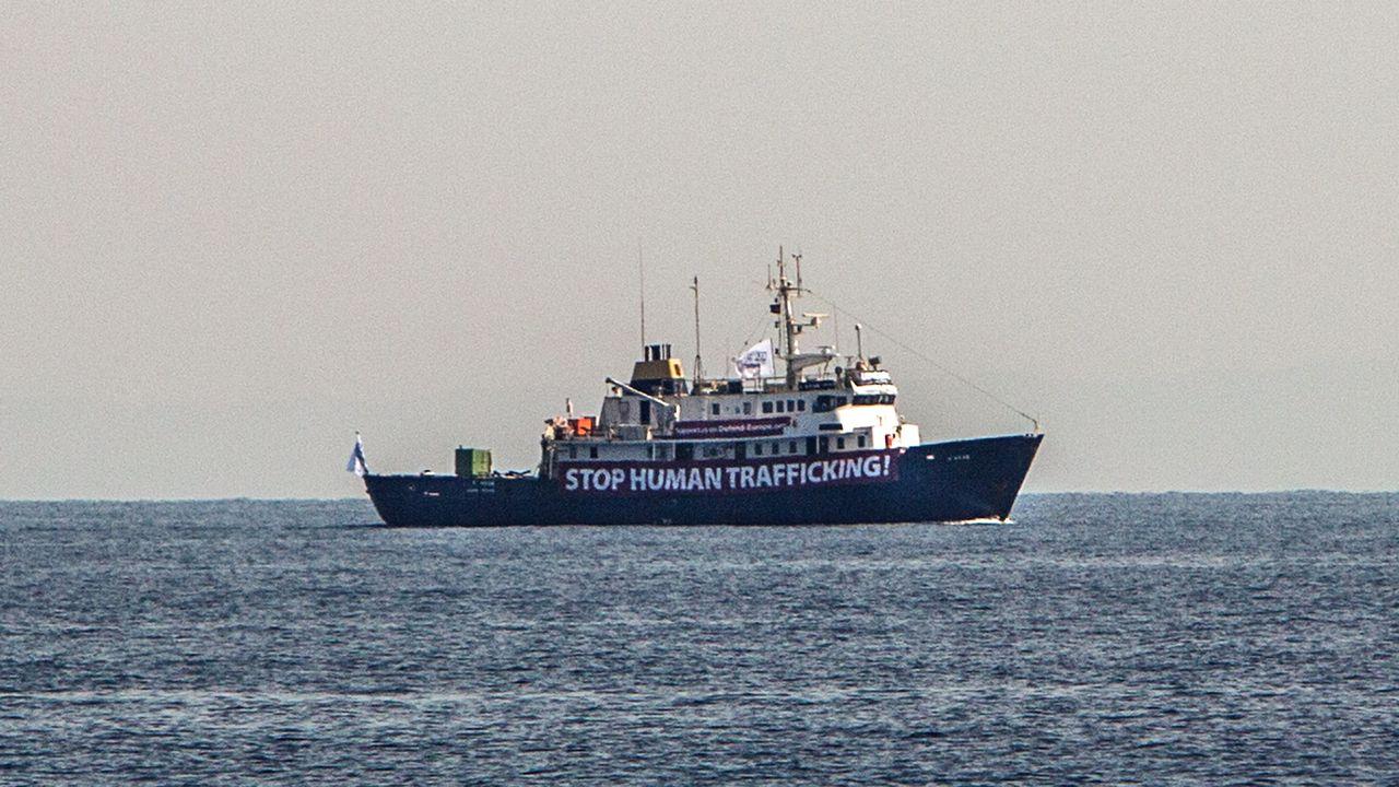 Le navire C-Star, photographié le 5 août 2017 au large de la côte libyenne. [Angelos Tzortzinis - AFP]