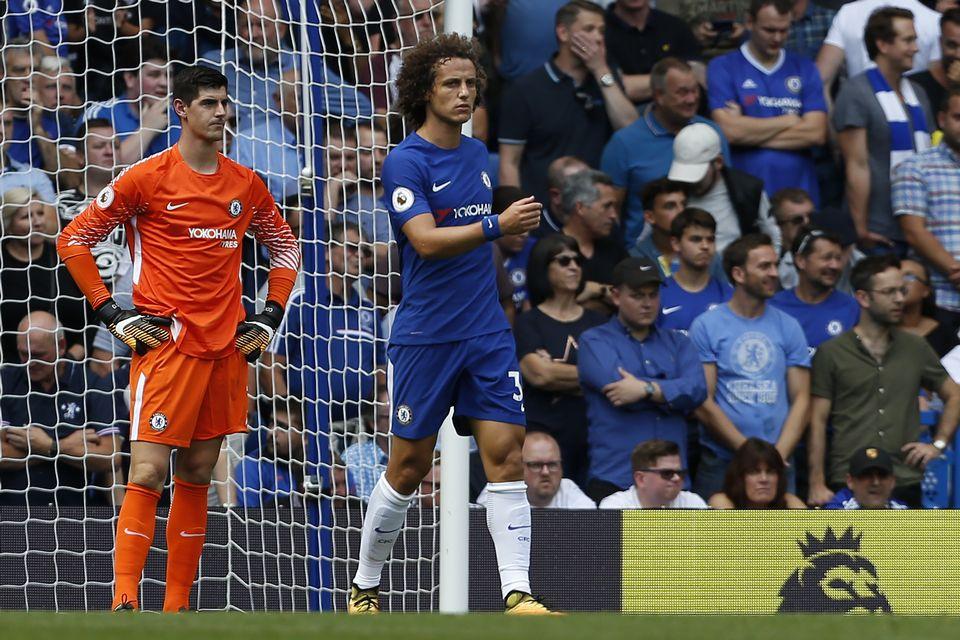 Mines sombres pour le gardien Courtois et David Luiz [Ian Kington - AFP]