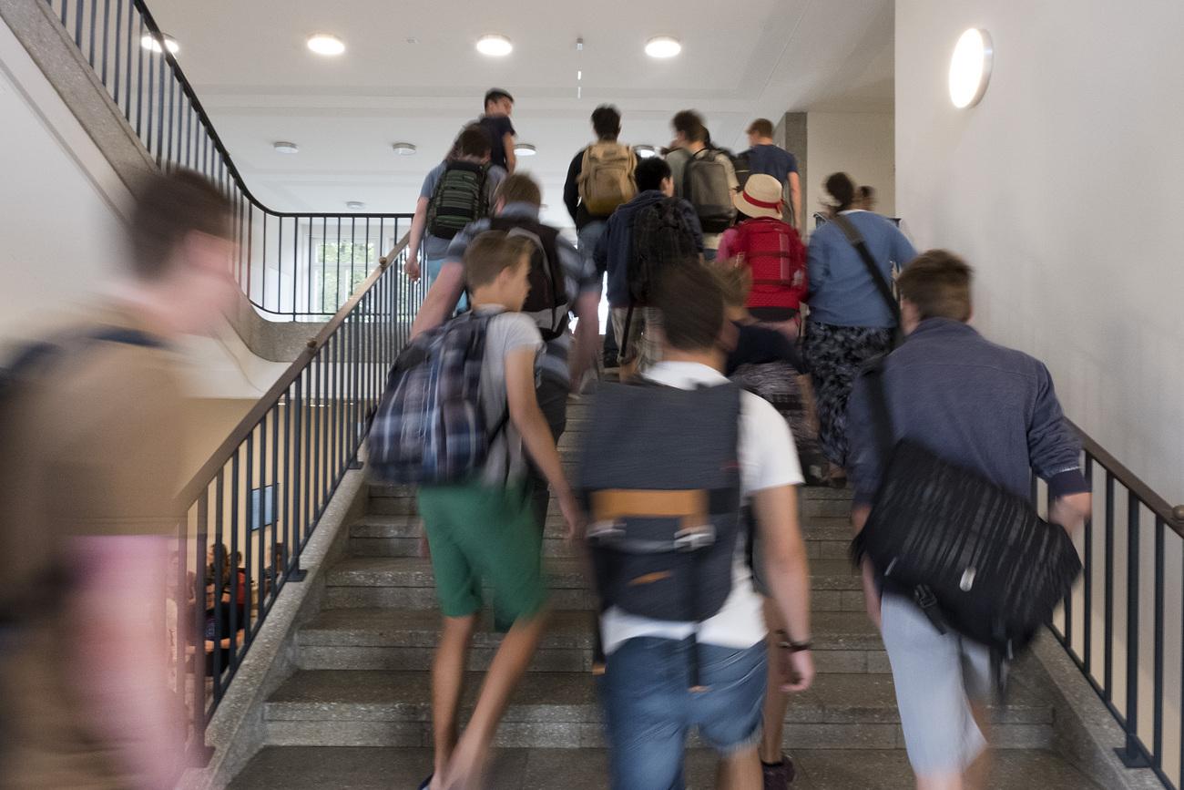 Entre notes de fin d'année ou examen d'entrée, les modalités d'accès au gymnase ou au lycée sont très différentes entre les cantons.