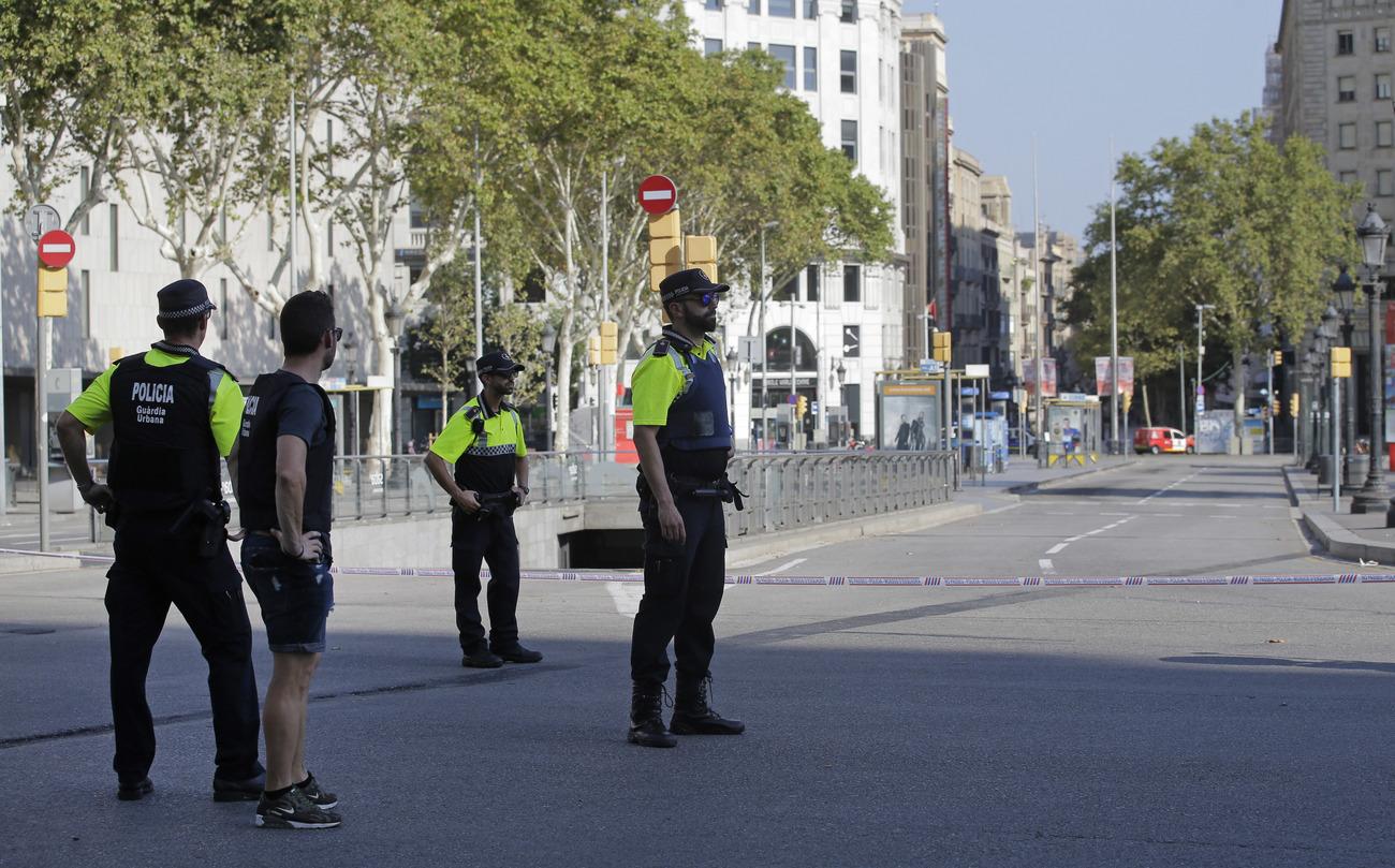 En direct - Attentats en Espagne : une voiture Kangoo blanche recherchée en France