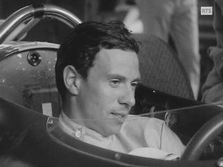 Jim Clark au volant de sa Lotus au départ de St-Ursanne en 1965 [RTS]