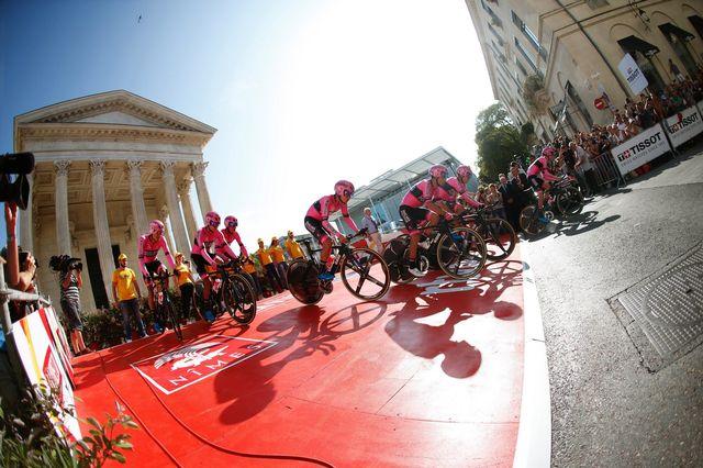 La Vuelta s'est élancée de la Maison Carrée à Nîmes [Javier Lizon - Keystone]