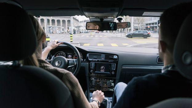 conduire une voiture manuelle avec un permis automatique bient t possible suisse. Black Bedroom Furniture Sets. Home Design Ideas