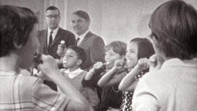Enfants se brossant les dents. [RTS - RTS]