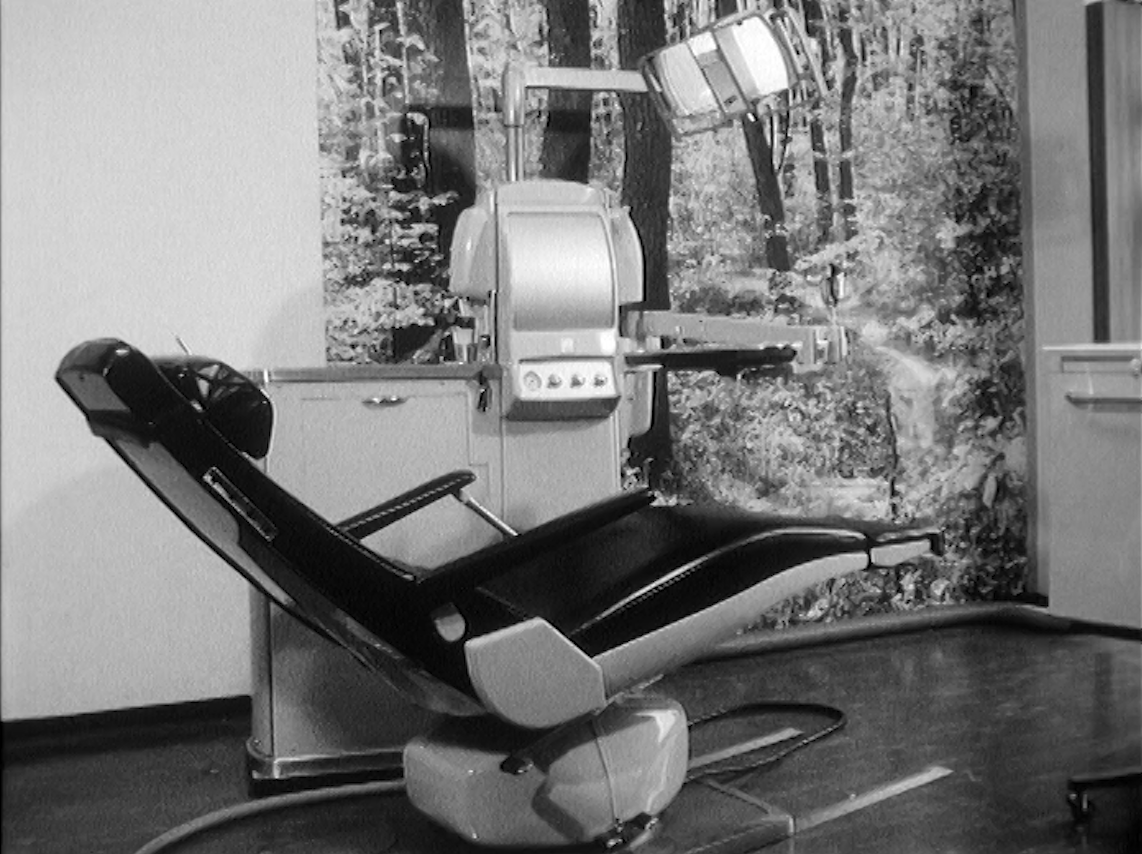 Chaise de dentiste en 1966.
