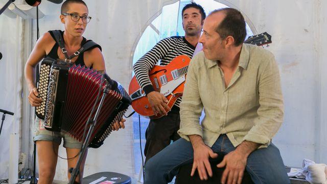 La Genevoise Yoanna et son franc-parler en showcase depuis le studio radio de la RTS à Paléo. [Jérôme Genet - RTS]
