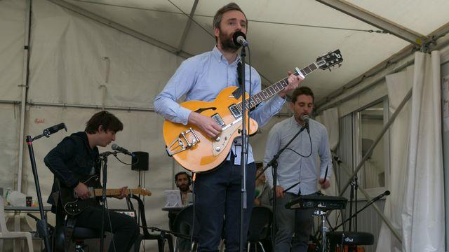 Les Français de Baden Baden en mini concert sur le stand de la RTS. [Jérôme Genet - RTS]