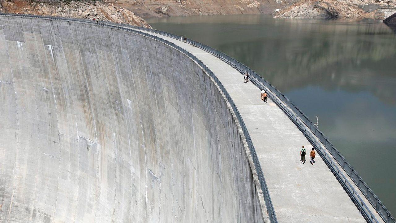 Le groupe Alpiq renonce à vendre une partie de ses barrages. [Jean-Christophe Bott - Keystone]