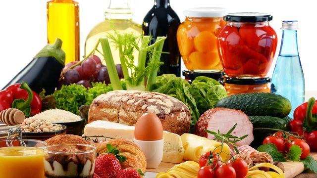 Une alimentation saine et équilibrée pour être en bonne santé. [© monticellllo - Fotolia]