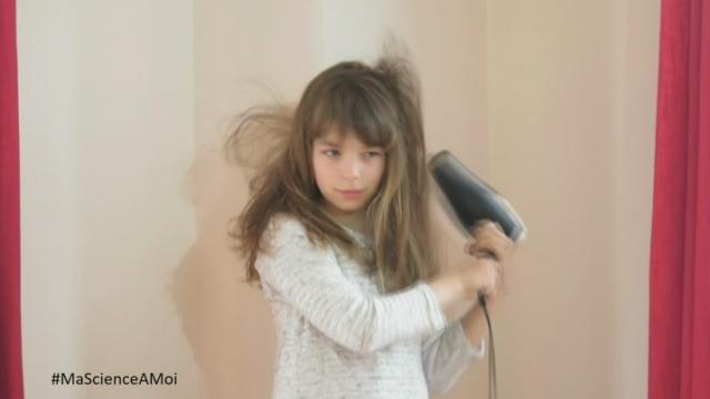 Morgane nous explique comment fonctionne un sèche-cheveux [RTS]