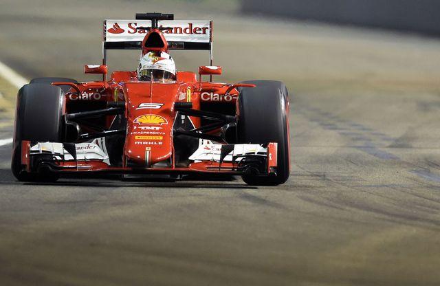 Sébastien Vettel au volant de sa Ferrari. [ROSLAN RAHMAN / AFP - AFP]