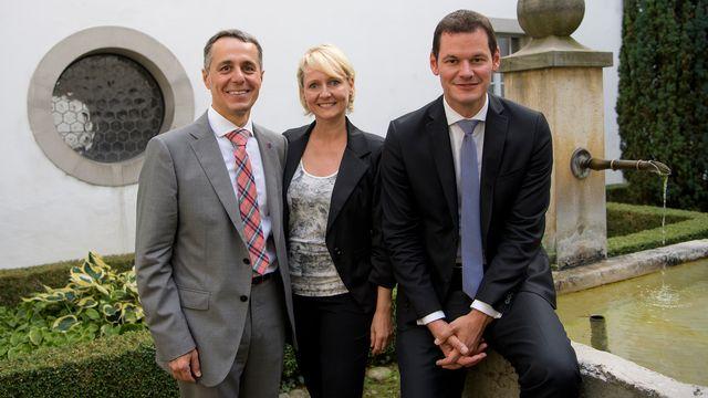 Ignazio Cassis, Isabelle Moret et Pierre Maudet à Fribourg lors de la tournée des candidats PLR. [Jean-Christophe Bott - Keystone]