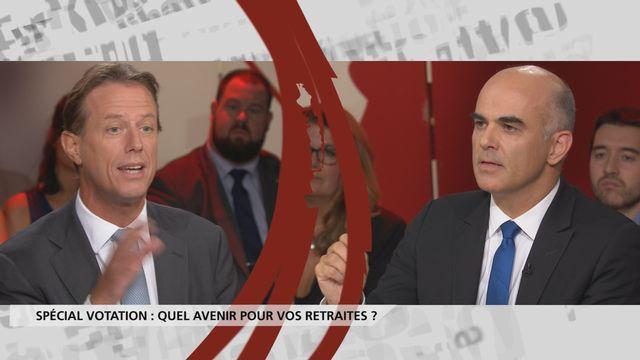 Débat entre Christian Lüscher (PLR/GE) et le conseiller fédéral Alain Berset. [RTS]