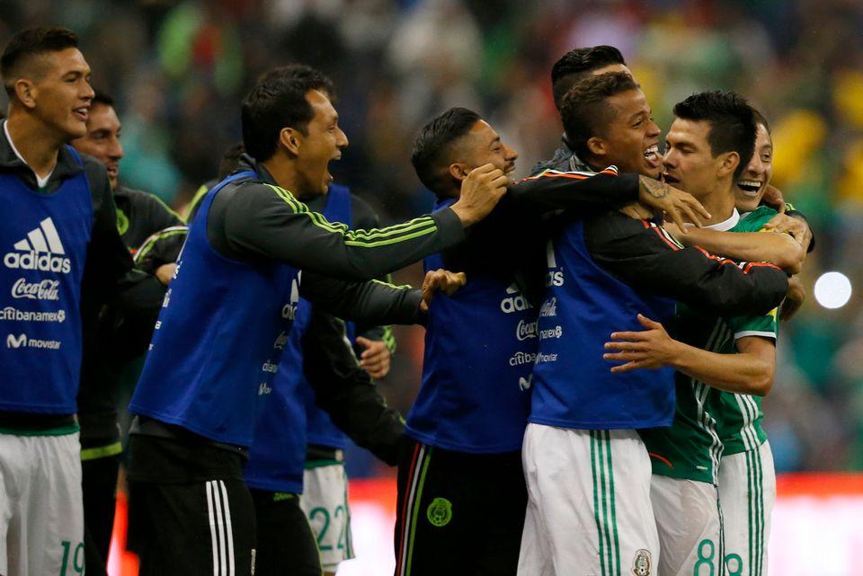 Les joueurs mexicains ont pu laisser éclater leur joie à l'issue de la rencontre. [Marco Ugarte - Keystone]