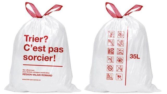 Les sacs poubelles taxés valaisans seront rouge et blanc. [Association Région Valais romand]