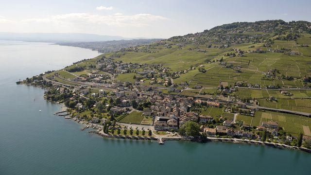 Vue aérienne du village de Cully (VD). [Laurent Gilliéron - Keystone]