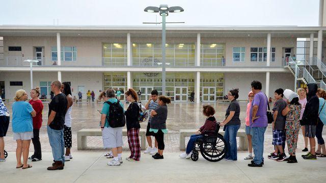 Les habitants de Sarasota font la file dans l'abri de protection de l'ouragan Irma. [Mike Lang - Keystone]