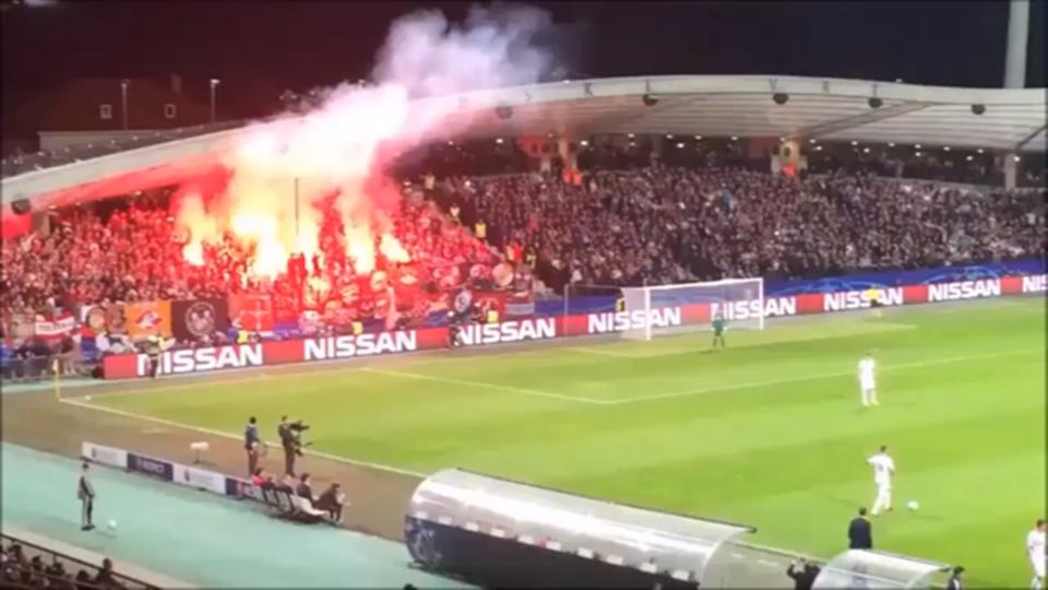 """Les """"supporters"""" du Spartak peuvent s'attendre à des sanctions. [Youtube]"""