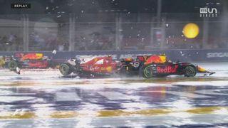 GP de Singapour, départ: Raikkonen (FIN) et Verstappen (NED) s'accrochent et touchent Alonso (ESP) et Vettel (GER) [RTS]