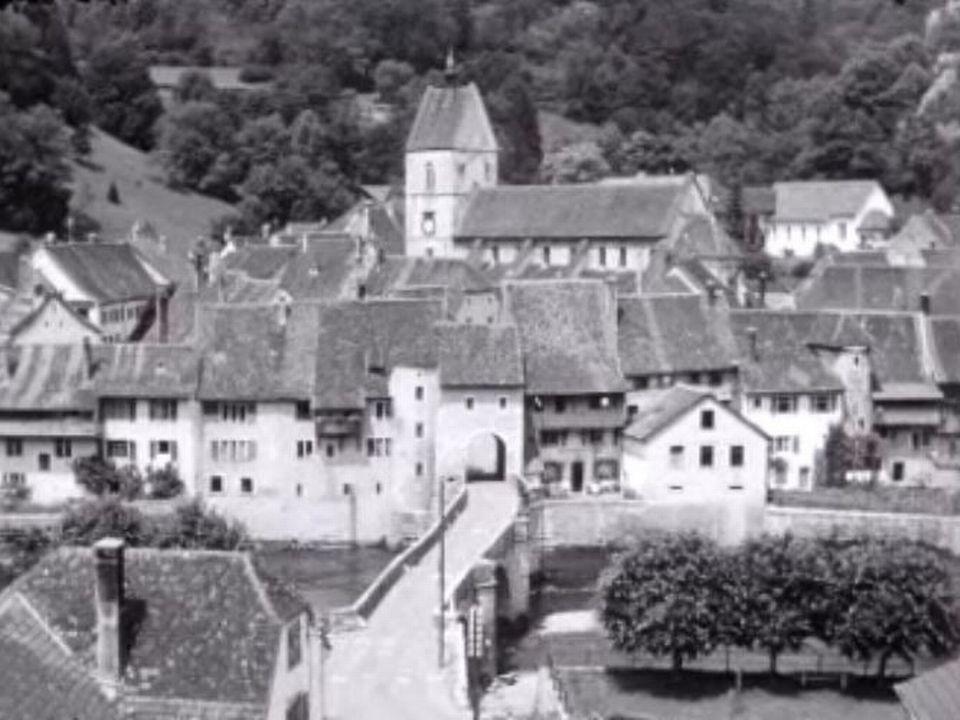 La ville de St-Ursanne en 1959. [RTS]