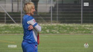 Martina Voss-Tecklenburg sur le terrain d'entraînement en 2015. [RTS]
