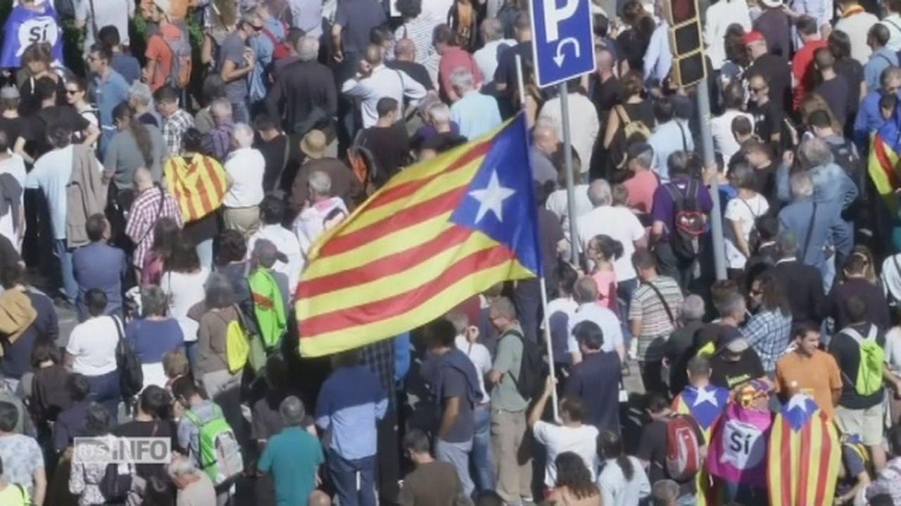 Des milliers de Catalans sont descendus dans la rue à Barcelone [RTS]