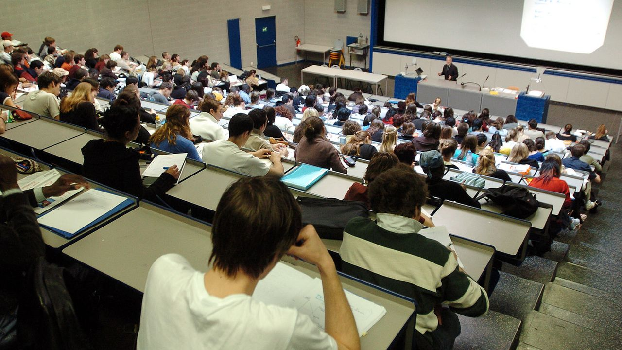 Un auditoire de l'Université de Genève. [Martial Trezzini - Keystone]