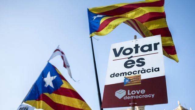 Drapeaux symbolisant la revendication de l'indépendance catalane (Esteladas) brandis dans les rues de Barcelone à l'occasion d'une manifestation le 20 septembre. [Maria Kalahorra/Sputnik  - AFP]