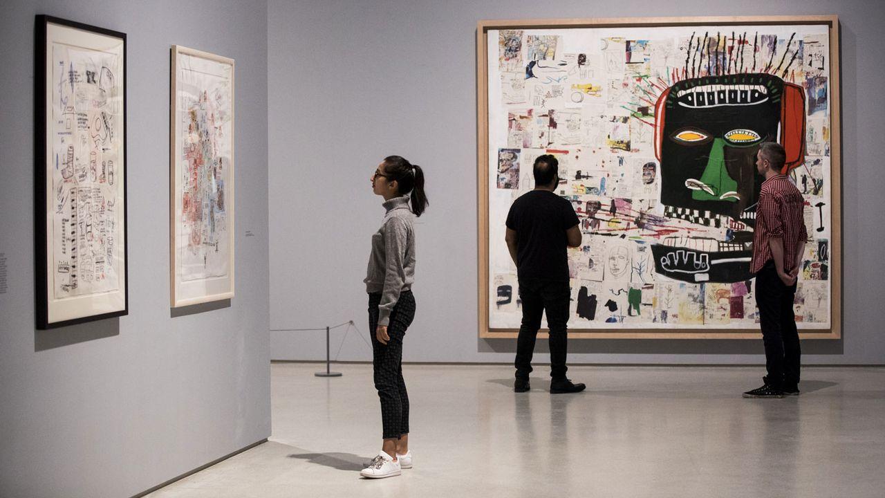 "L'exposition ""Boom For Real"" de Basquiat au Barbican de Londres. [Tristan Fewings / Getty Images - The Estate of Jean-Michel Basquiat. Licensed by Artestar, New York.]"