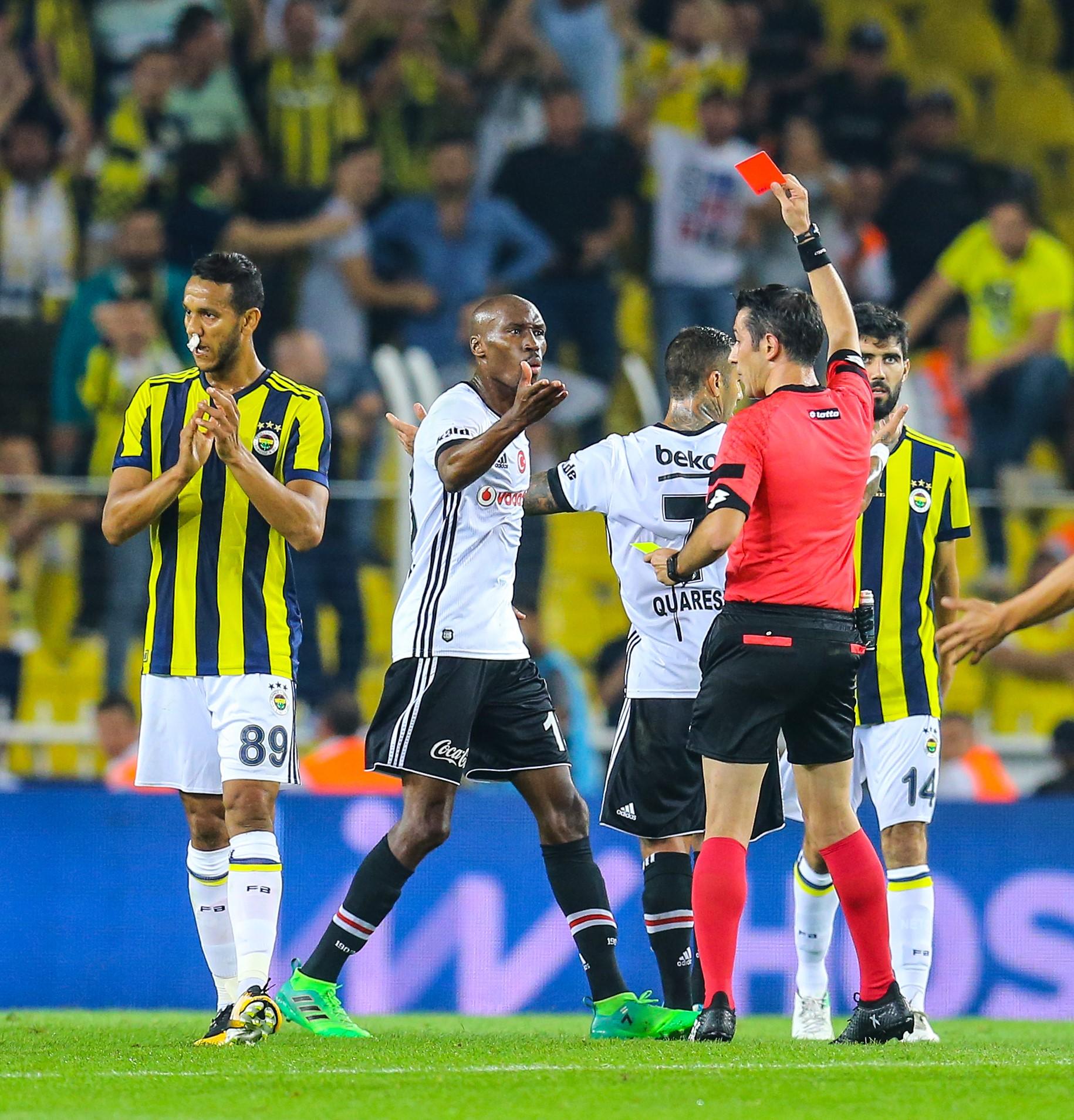 Cinq cartons rouges et 12 jaunes lors du derby d'Istanbul — Süper Lig