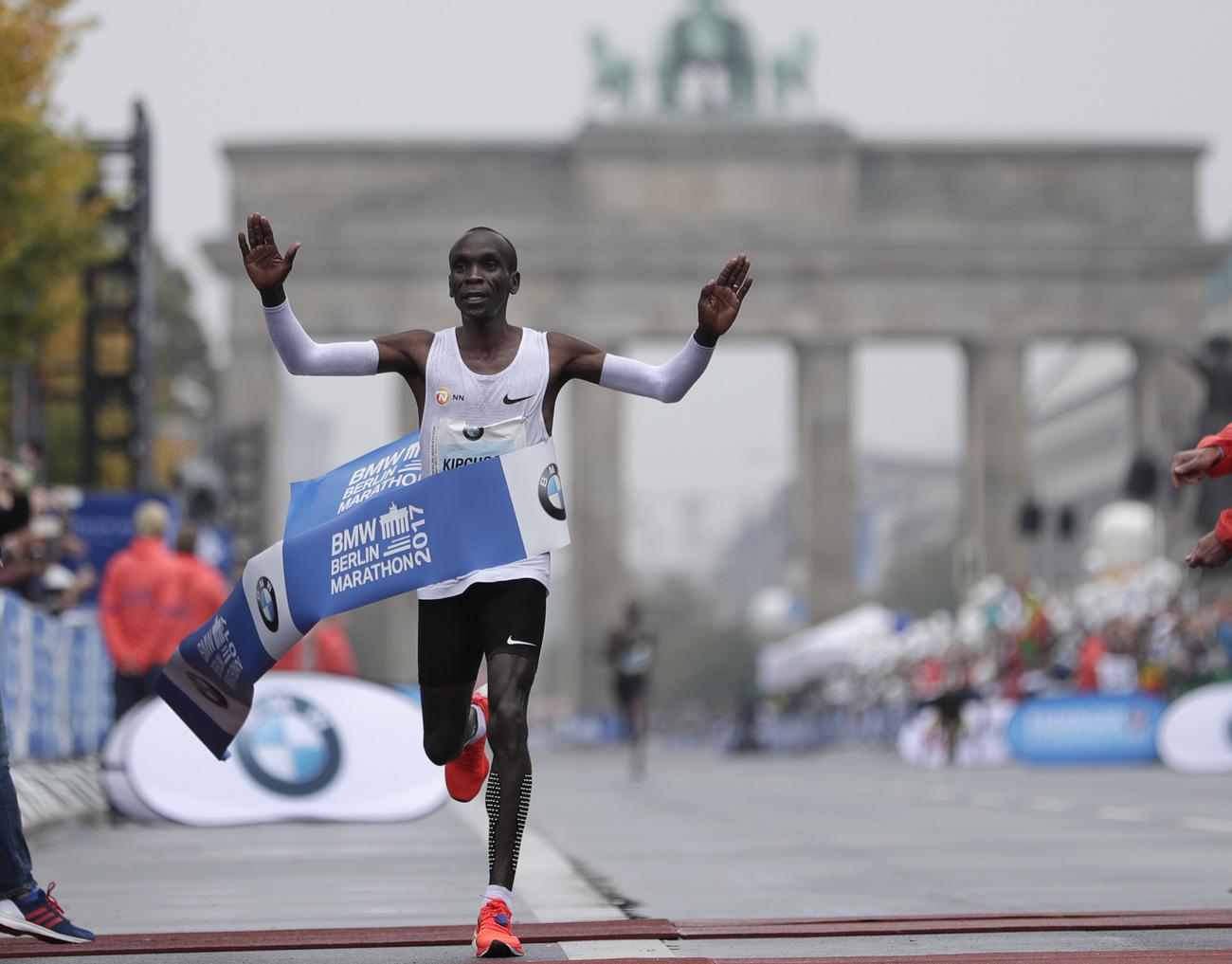 Kipchoge remporte le marathon mais ne bat pas le record — Berlin