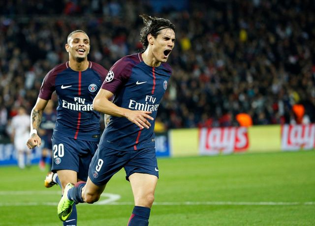 Cavani a inscrit le 2e but parisien d'une superbe frappe. [Yoan Valat - Keystone]