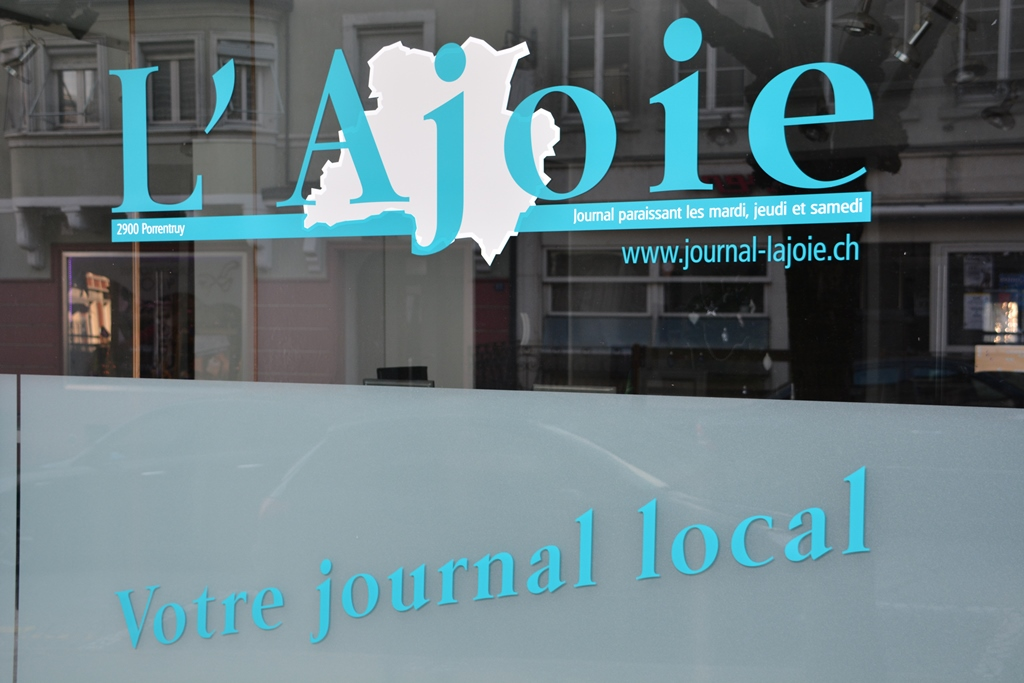 La vitrine du journal L'Ajoie à Porrentruy.