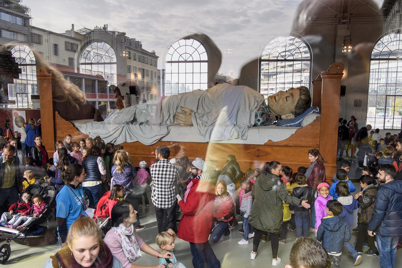 Les géants remontent le temps et déplacent les foules à Genève