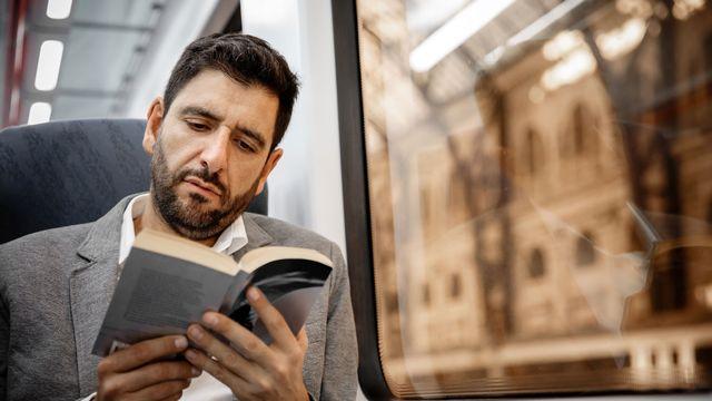 Le train, un lieu idéal pour lire. Marc Fotolia [Marc - Fotolia]