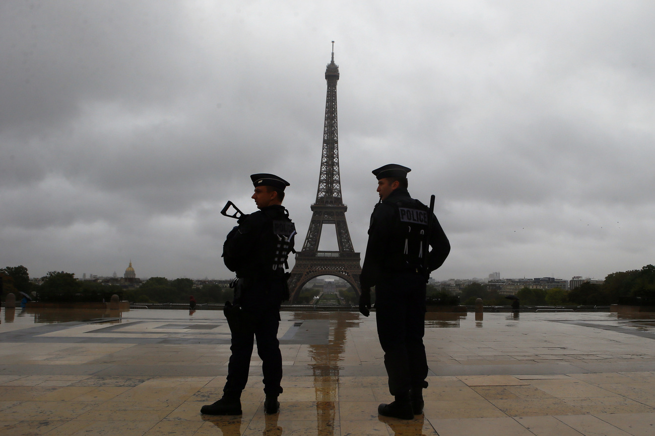 Des officiers de police sur le Trocadero. [image d'illustration]