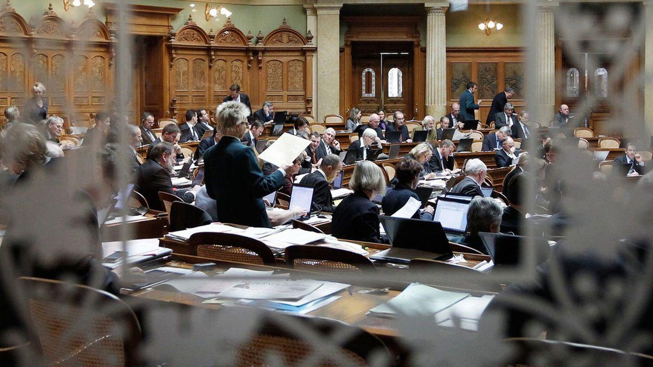 Les lobbyistes du Parlement suisse doivent-ils être accrédités? [Peter Klaunzer - Keystone]