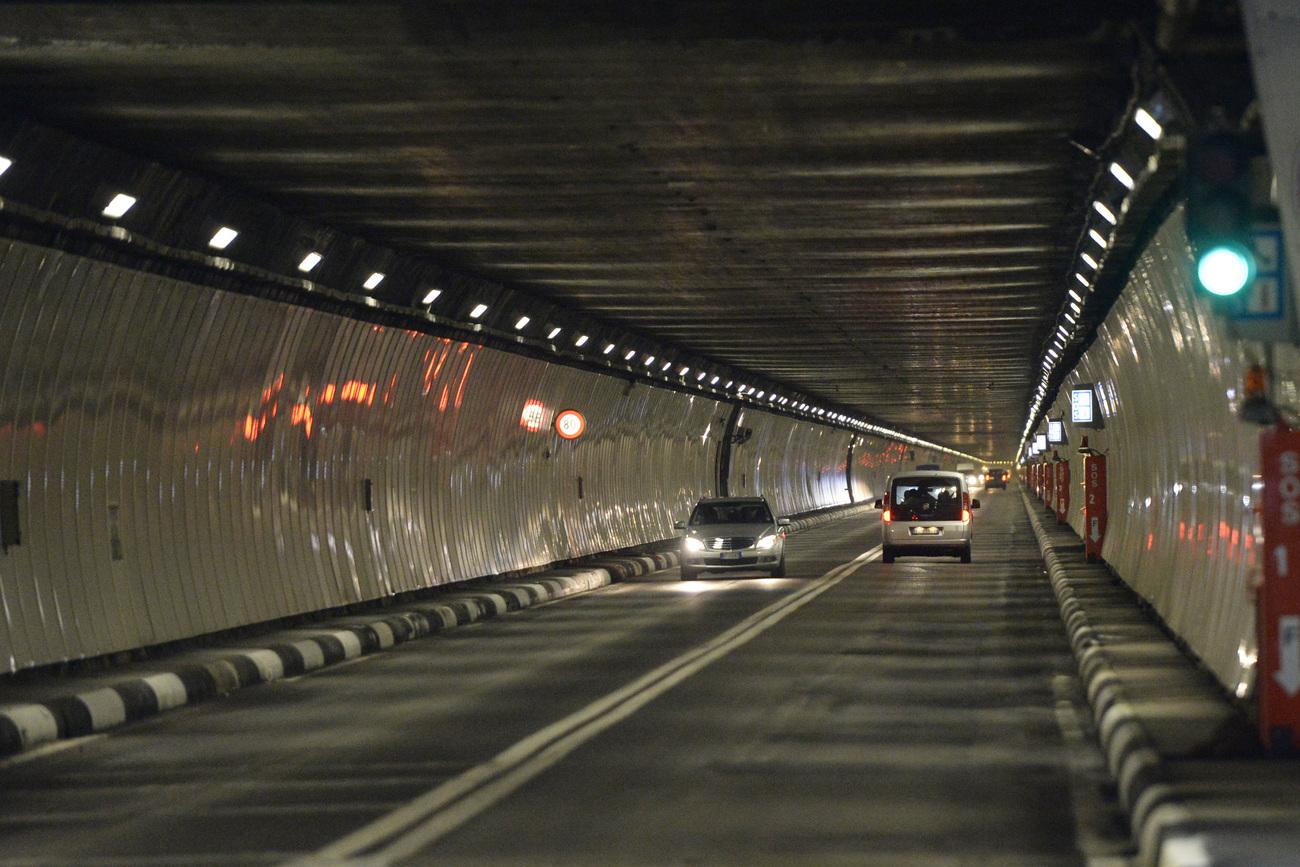 le tunnel du grand saint bernard restera ferm jusqu au 30 novembre valais. Black Bedroom Furniture Sets. Home Design Ideas