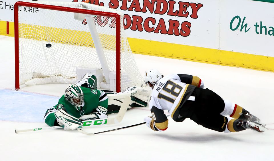 James Neal trompe le portier de Dallas Kari Lehtonen. [Tom Pennington - AFP]