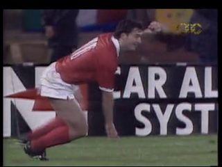 Stéphane Chapuisat après son but face à l'Italie en 1992. [RTS]