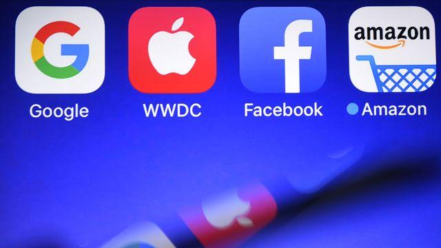 Les géants du numérique américain sont-ils devenus trop puissants, jusqu'à échapper au contrôle des Etats? [Damien Meyer - AFP]