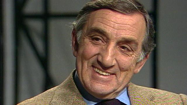 Lino Ventura sur le plateau de Spécial cinéma en 1982. [RTS]