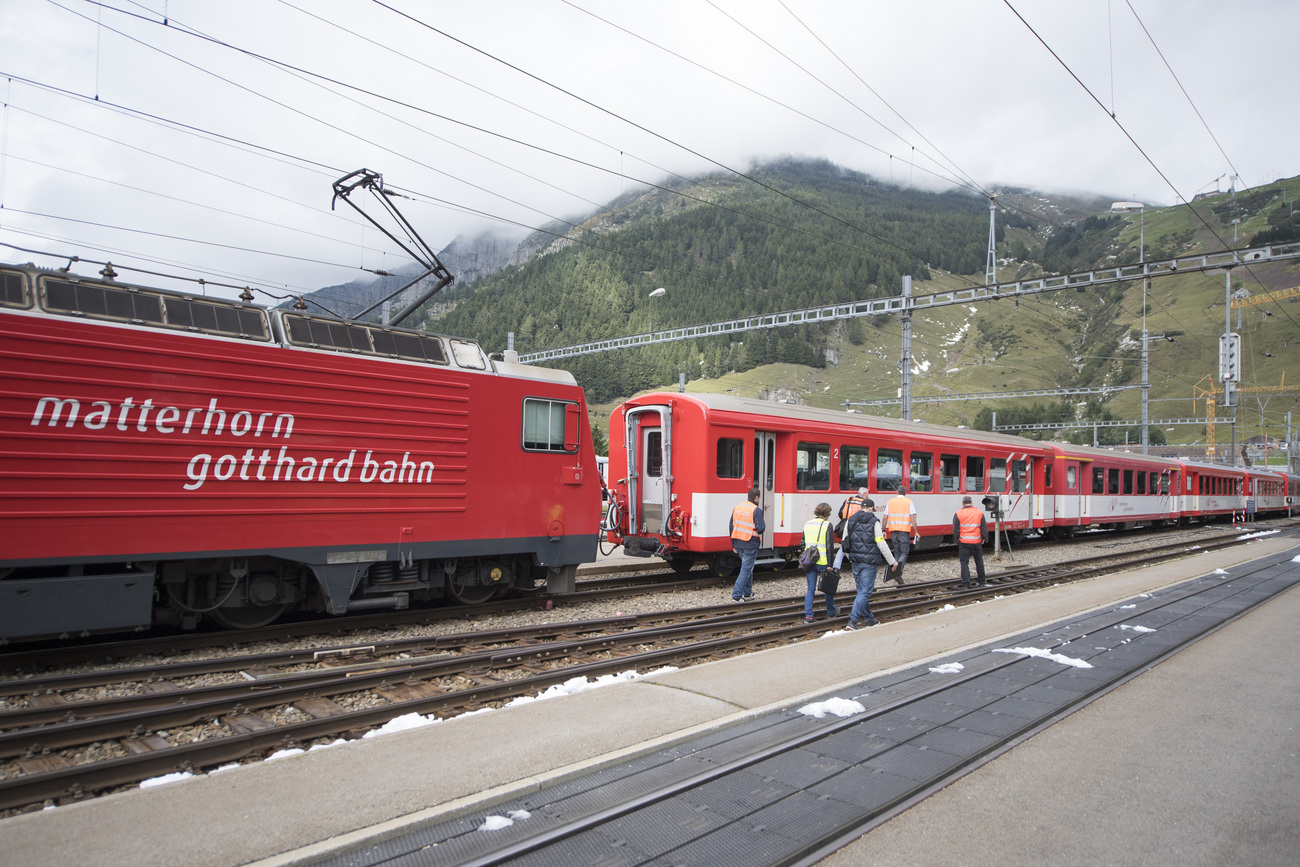 La locomotive et le wagon accidentés le 11 septembre dernier en gare d'Andermatt (UR)