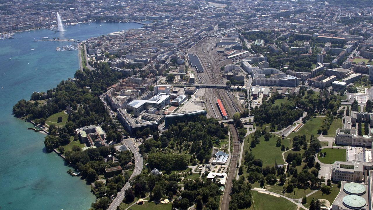 Vue aérienne de Genève, qui fait partie des 10 plus grandes villes de Suisse. [Denis Balibouse - Reuters]