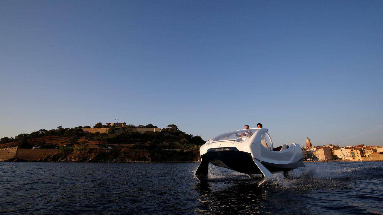 """Un prototype de """"Sea Bubbles"""" présenté à Saint-Tropez le 18 août 2017. [Philippe Laurenson - Reuters]"""