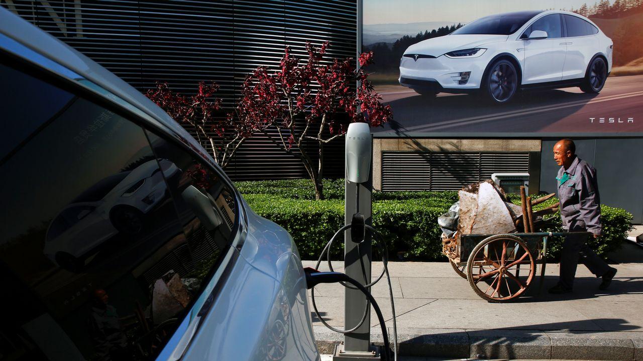 Le constructeur américain veut produire ses véhicules à Shanghai. [Thomas Peter - Reuters]