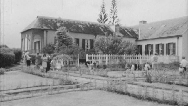 La maison du dernier exil de Napoléon à Sainte-Hélène, 1969. [RTS]