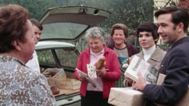 Le facteur de Courrendlin, le chouchou de ces dames, 1970. [RTS]