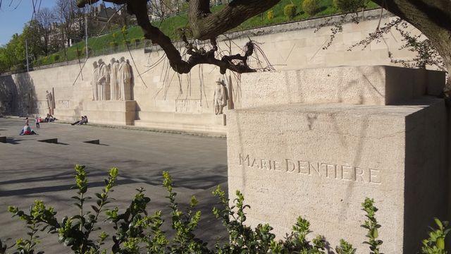 La mention de Marie Dentière devant le mur des réformateurs. MHM55 CC [MHM55 - CC]