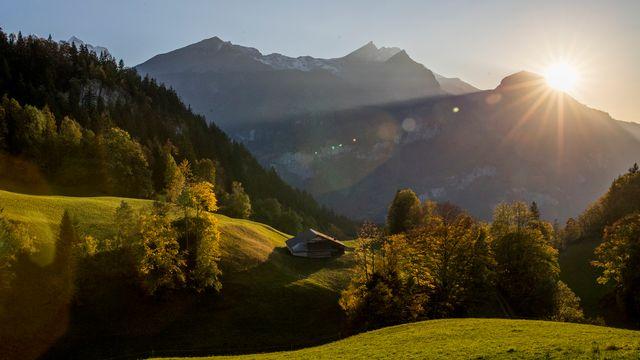 Soleil d'automne à Lauterbrunnen (BE). [Christian Merz - Keystone]